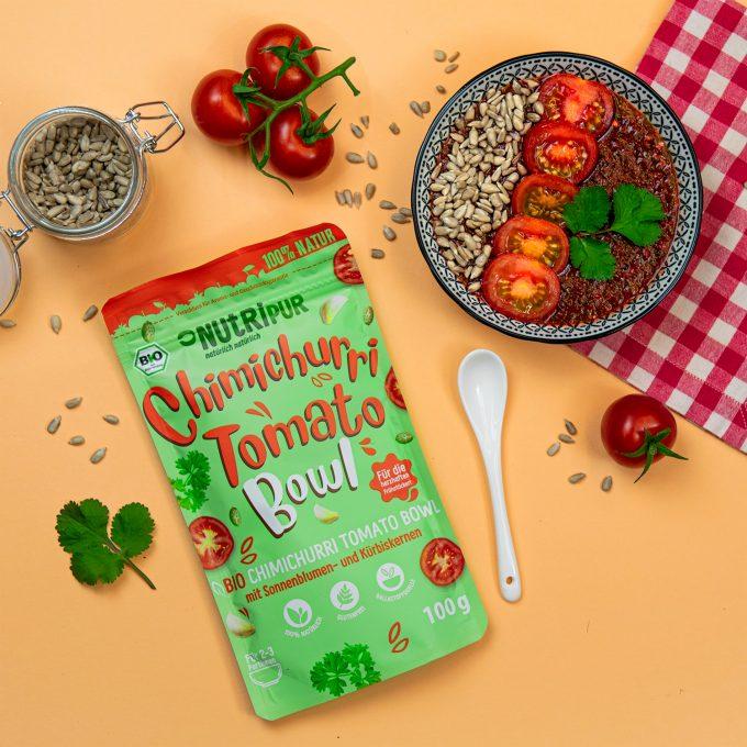 Smoothie Bowl gefriergetrocknet Tomate Chimichurri Frühstück